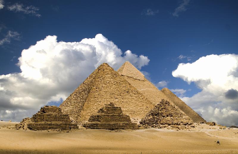 http://david-f.jalbum.net/Pinboard/slides/pyramids.jpg